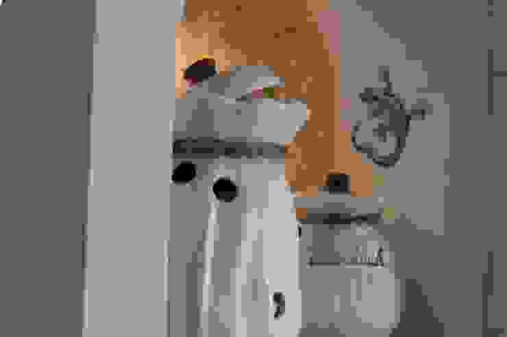 Dekorative Nische als Raumteiler zwischen Küche und Esszimmer Rustikale Küchen von Villa Medici - Landhauskuechen aus Aschheim Rustikal Holz Holznachbildung