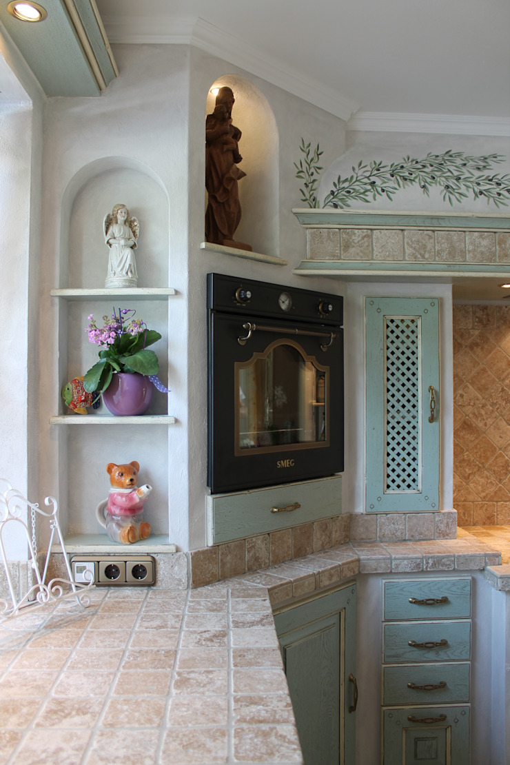 by Villa Medici - Landhauskuechen aus Aschheim Mediterranean Tiles