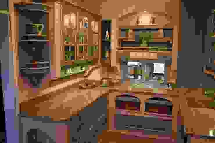 Gemauerter Fensterbogen und eingemauerte Weidenkörbe in einer Villa Medici Küche im mediterranen Stil Villa Medici - Landhauskuechen aus Aschheim Landhaus Küchen Massivholz Blau