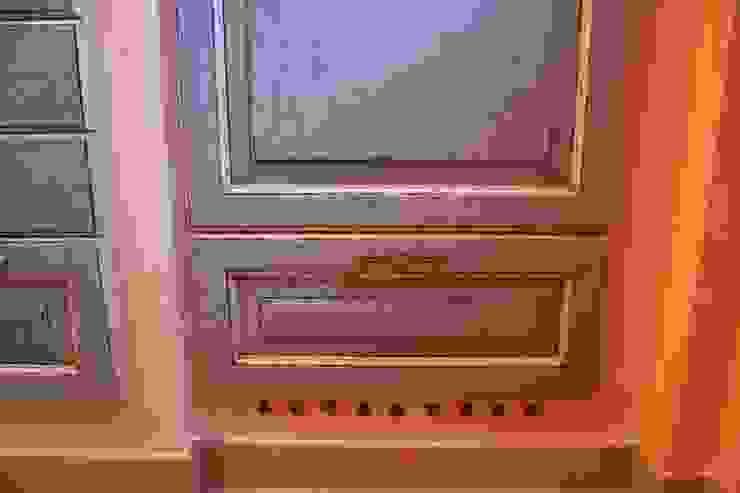 Kühlschrankbelüftung-Lösung von Villa Medici Villa Medici - Landhauskuechen aus Aschheim Landhaus Küchen Massivholz Blau