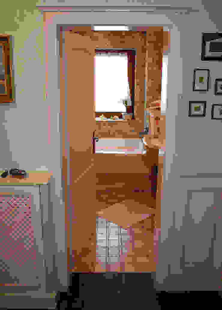 Villa Medici - Landhauskuechen aus Aschheim Mediterranean style bathroom Marble Beige