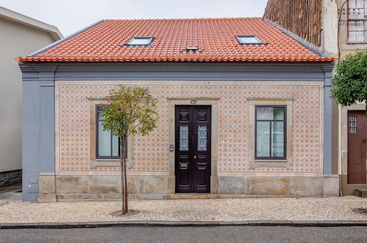 Casa JF02 - Ovar | Reabilitação de Moradia Casas modernas por homify Moderno