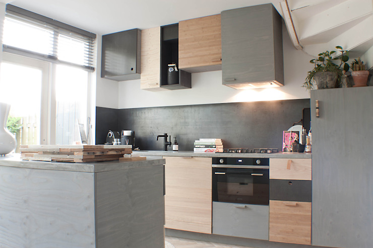Modern Kitchen by Studio Martijn Westphal Modern Wood Wood effect