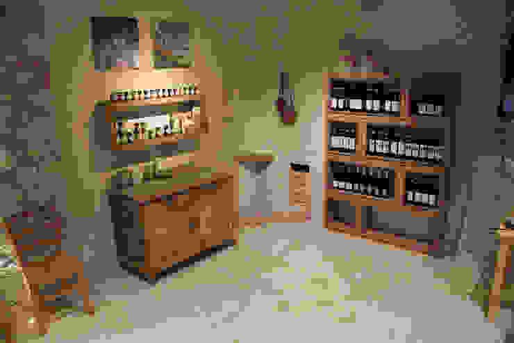 Allestimento Showroom di Cascina Rosa Negozi & Locali commerciali in stile rustico di Etico Design Rustico