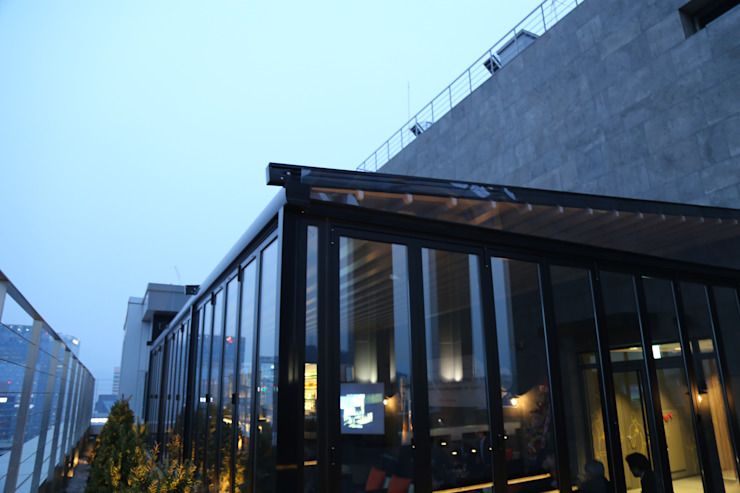 Modern Terrace by 실링하우스 ( ceilinghouse) Modern Aluminium/Zinc
