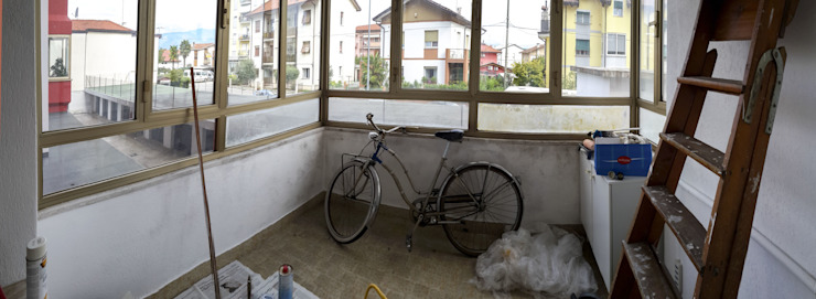 Realizzazioni Балкон и терраса в стиле модерн от homeSbattistella Модерн
