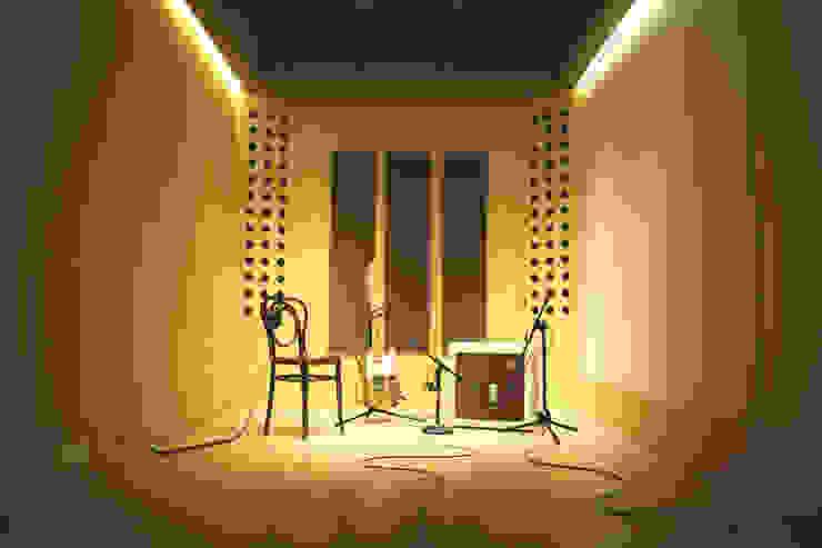 Interior sala de grabaciones Oficinas y comercios de estilo minimalista de MLL arquitecta Minimalista Madera Acabado en madera