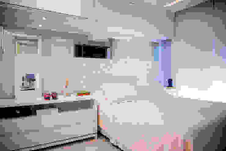 Dormitorios eclécticos de AIRE Arquitetura Interiores e Retail Ecléctico Tablero DM