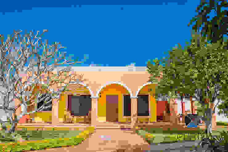 Casa coloniale di PORTO Arquitectura + Diseño de Interiores Coloniale