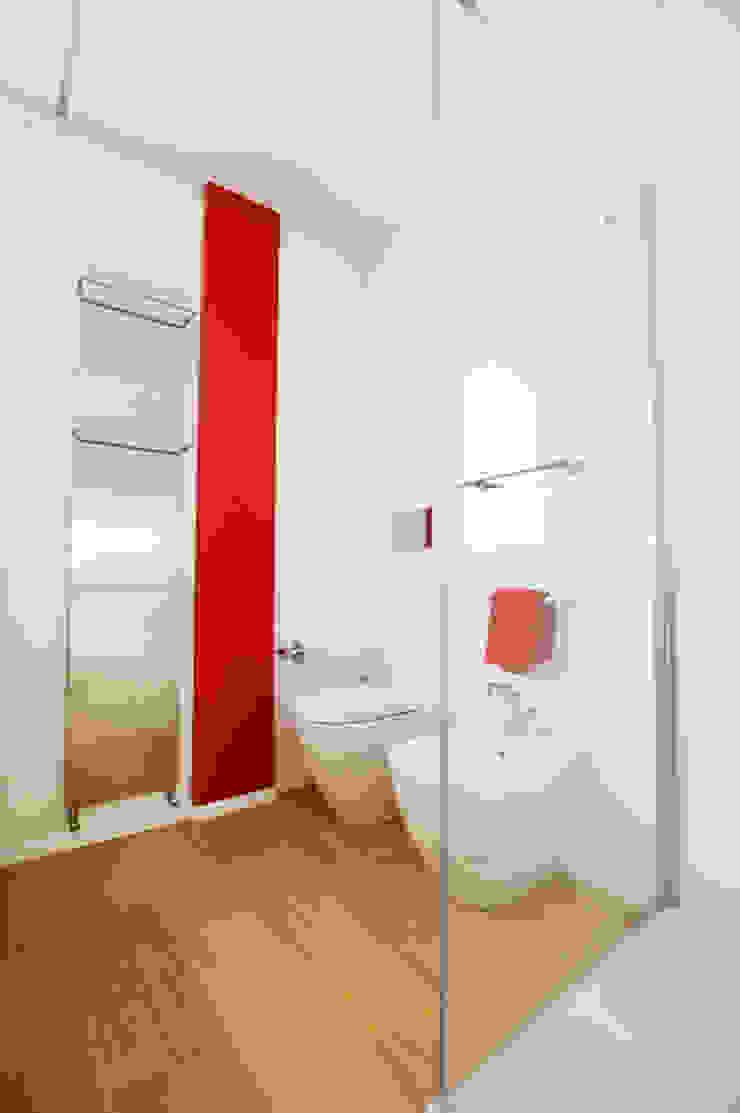SLP arch Modern Bathroom