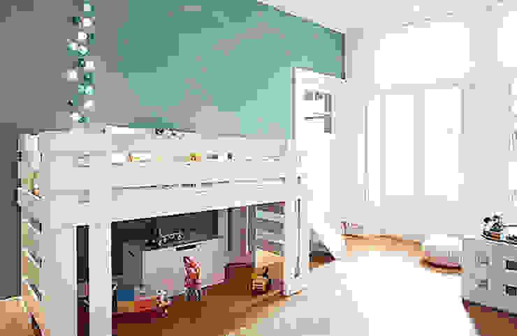 Een verdieping van een herenhuis:  Kinderkamer door Interieur Design by Nicole & Fleur,