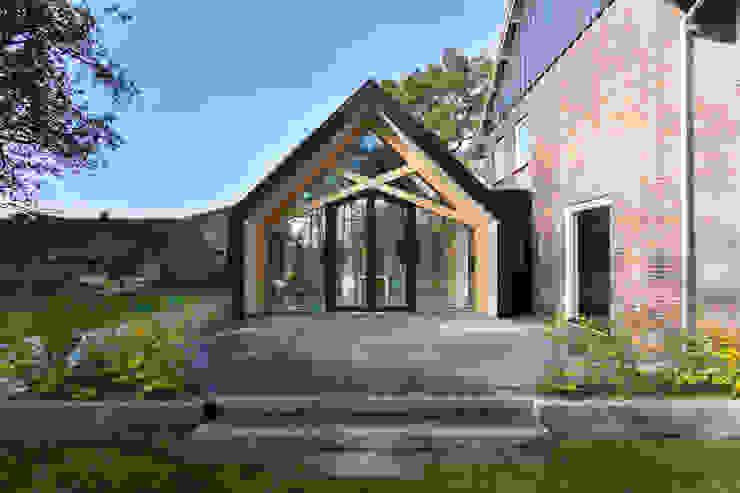 Barn Living Moderne woonkamers van Bureau Fraai Modern Aluminium / Zink