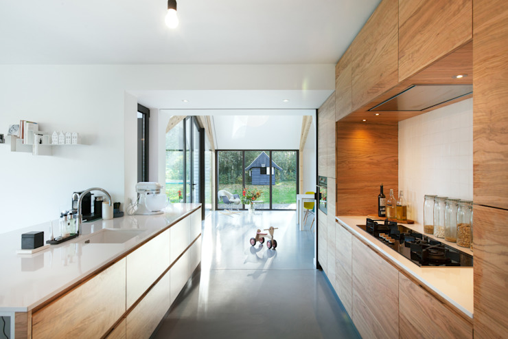 Modern kitchen by Bureau Fraai Modern