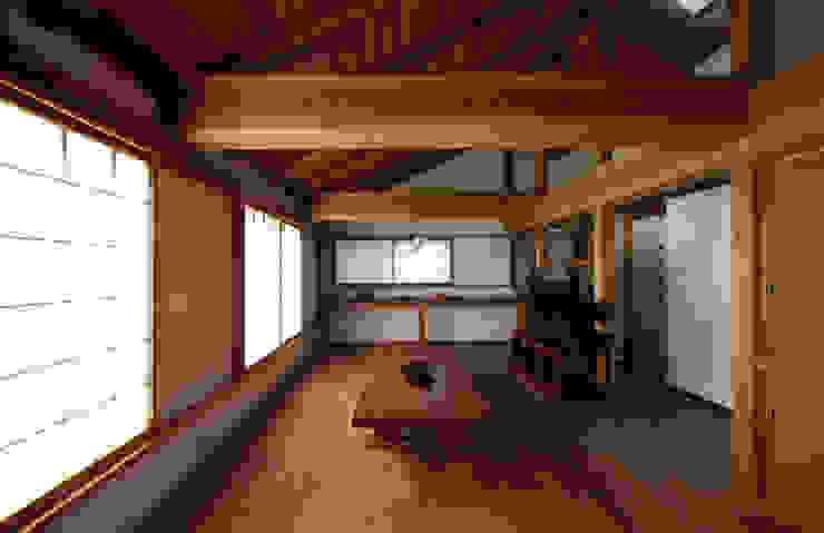 秋谷海岸の家 森林・環境建築研究所 和風デザインの リビング