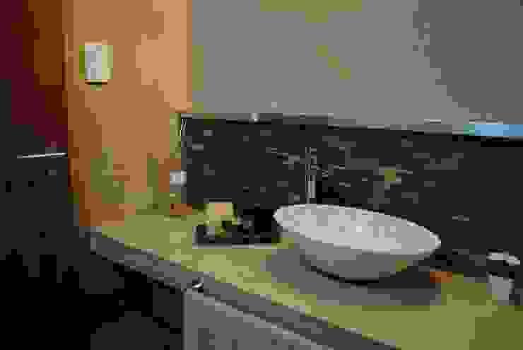 Modern Bathroom by BRAICOVICH Modern