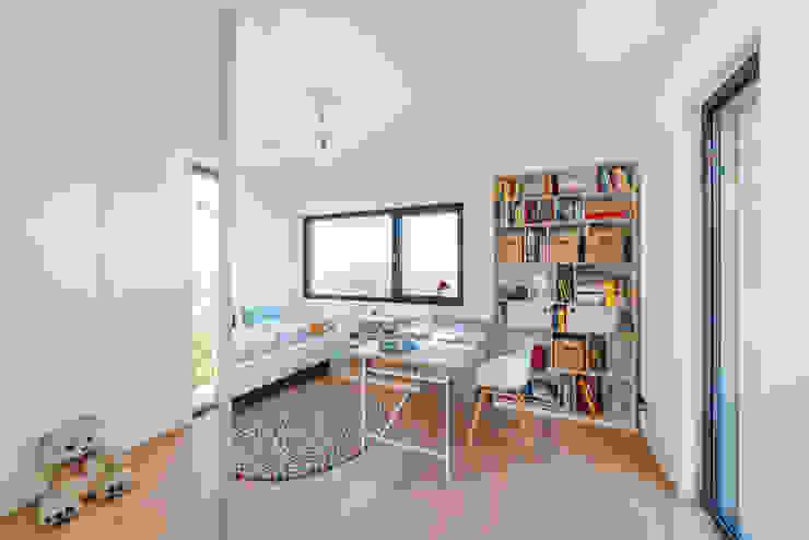 Helwig Haus und Raum Planungs GmbH Minimalist nursery/kids room