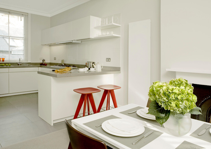Small U Shaped Kitchen Elan Kitchens Cocinas modernas Blanco