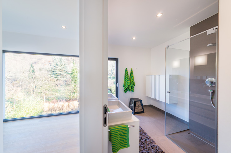 Helwig Haus und Raum Planungs GmbH Minimalist bathroom