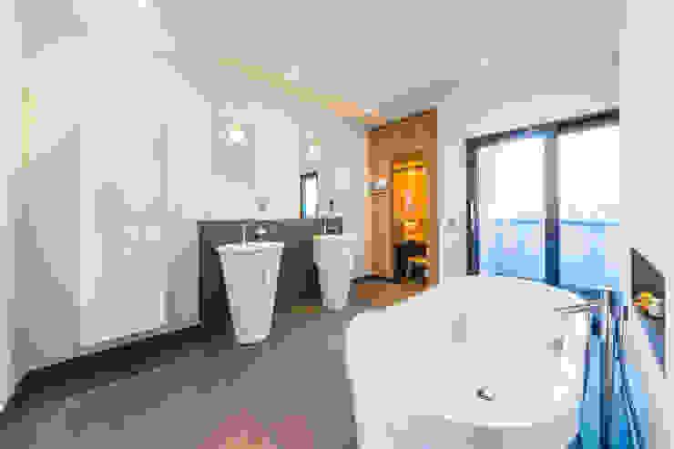Helwig Haus und Raum Planungs GmbH Minimalist style bathroom