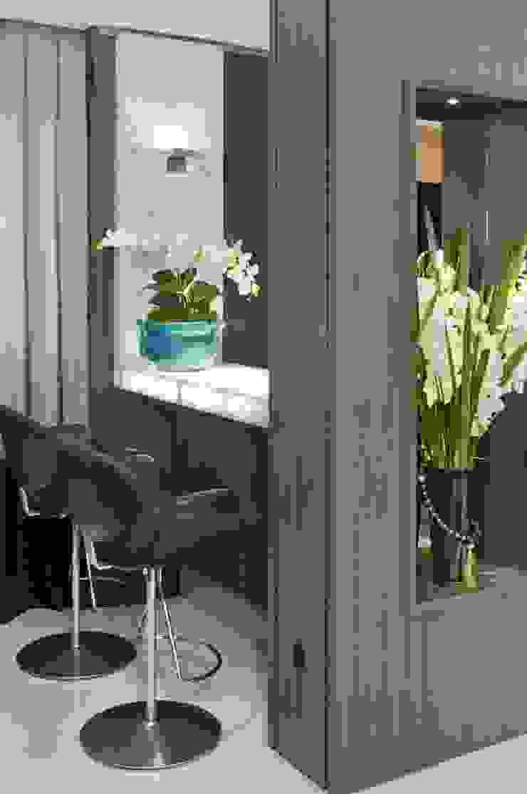 Столовая комната в стиле модерн от SoHo arquitetura Модерн