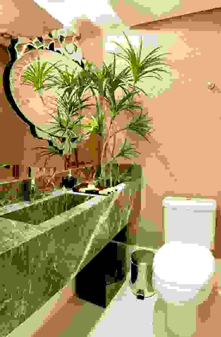 Ванная комната в стиле модерн от SoHo arquitetura Модерн