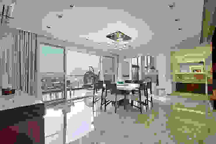Nikhil patel residence Modern dining room by Dipen Gada & Associates Modern