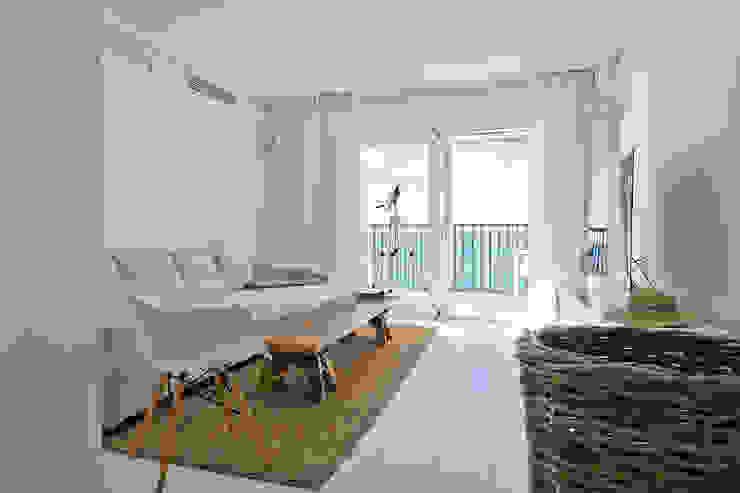 Salas de estar mediterrânicas por Aquaquae Palma Mediterrânico