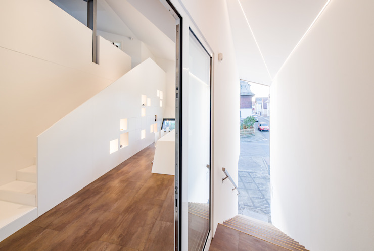 Dachaufstockung für ein Architekturbüro Moderner Flur, Diele & Treppenhaus von Helwig Haus und Raum Planungs GmbH Modern