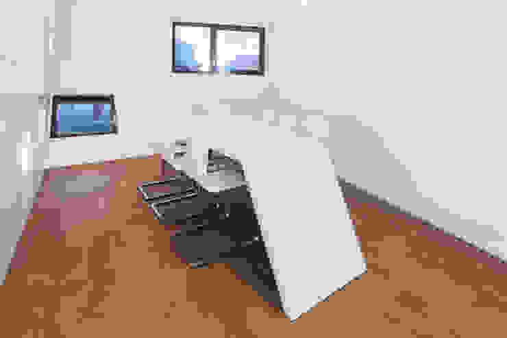 Dachaufstockung für ein Architekturbüro: modern  von Helwig Haus und Raum Planungs GmbH,Modern