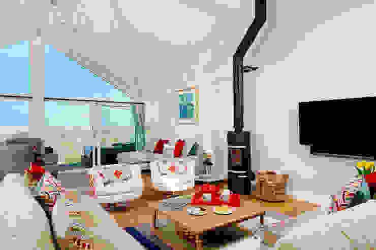 Tregoose, Polzeath Modern living room by The Bazeley Partnership Modern