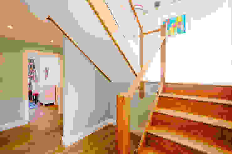 Tregoose, Polzeath Modern corridor, hallway & stairs by The Bazeley Partnership Modern