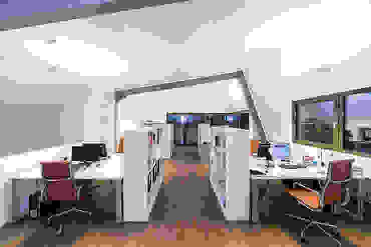 Dachaufstockung für ein Architekturbüro Moderne Arbeitszimmer von Helwig Haus und Raum Planungs GmbH Modern