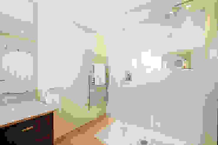 Tregoose, Polzeath Modern bathroom by The Bazeley Partnership Modern