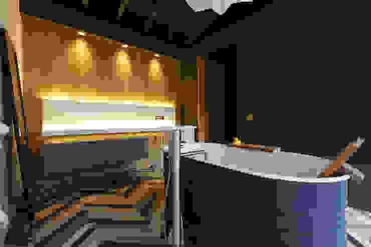 Loft Aquaquae aquaquae Industrial style bathrooms