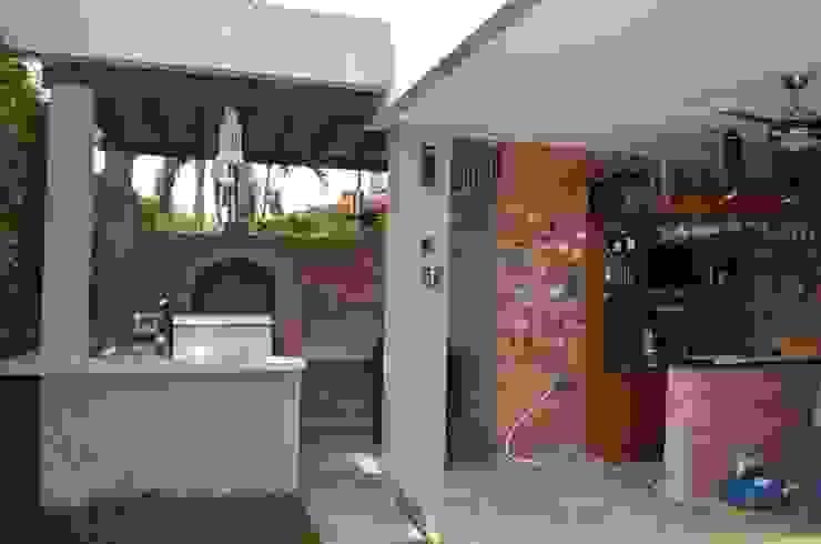 Proyectos y Asesorías profesionales Arquitecta Vitcha M Balcones y terrazas de estilo moderno