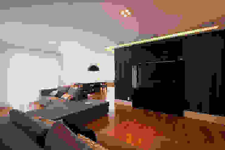 a Moderne woonkamers van F:POLES ARQUITETOS ASSOCIADOS Modern