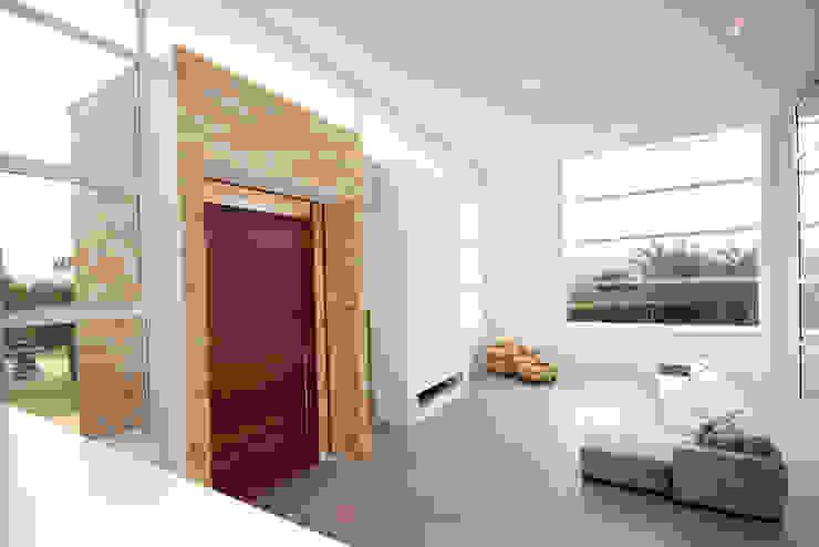 Residencia PG Salas de estar modernas por F:POLES ARQUITETOS ASSOCIADOS Moderno