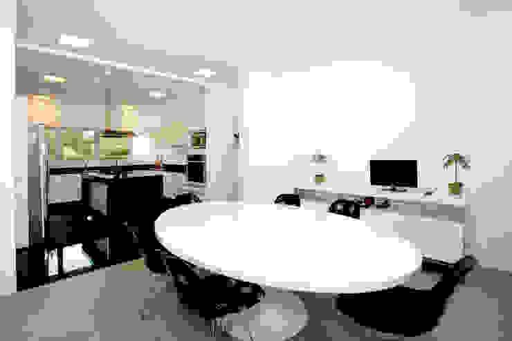 Residencia PG Salas de jantar modernas por F:POLES ARQUITETOS ASSOCIADOS Moderno