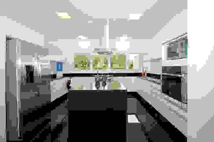 Residencia PG Cozinhas modernas por F:POLES ARQUITETOS ASSOCIADOS Moderno