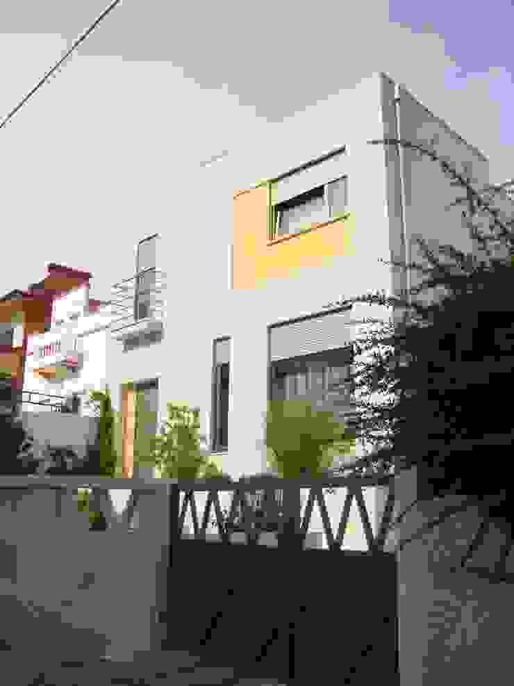 Moradia em zona urbana por AlexandraMadeira.Ac - Arquitectura e Interiores Moderno