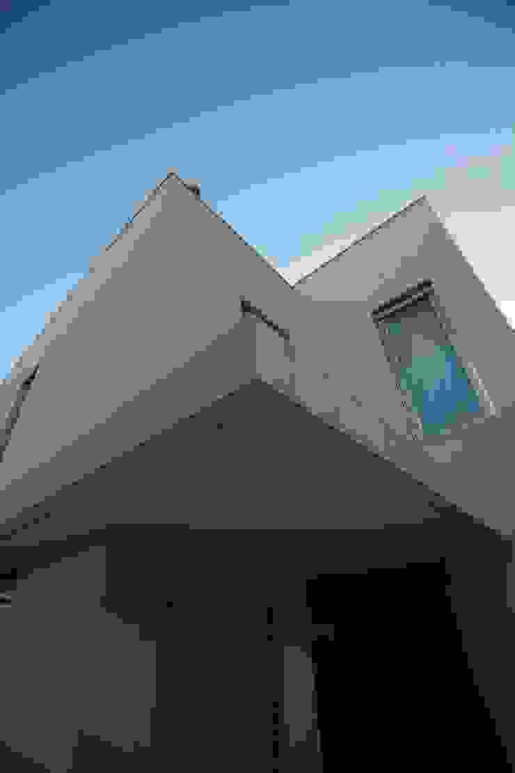 Pala de entrada da cozinha por AlexandraMadeira.Ac - Arquitectura e Interiores Moderno