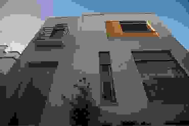 Fachada por AlexandraMadeira.Ac - Arquitectura e Interiores Moderno