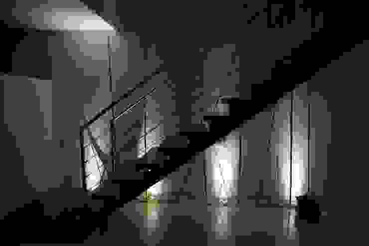 Коридор и прихожая в . Автор – AlexandraMadeira.Ac - Arquitectura e Interiores,