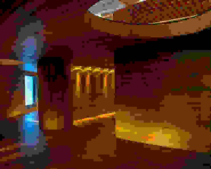 Hotel Centra 2 Garajes modernos de DIN Interiorismo Moderno