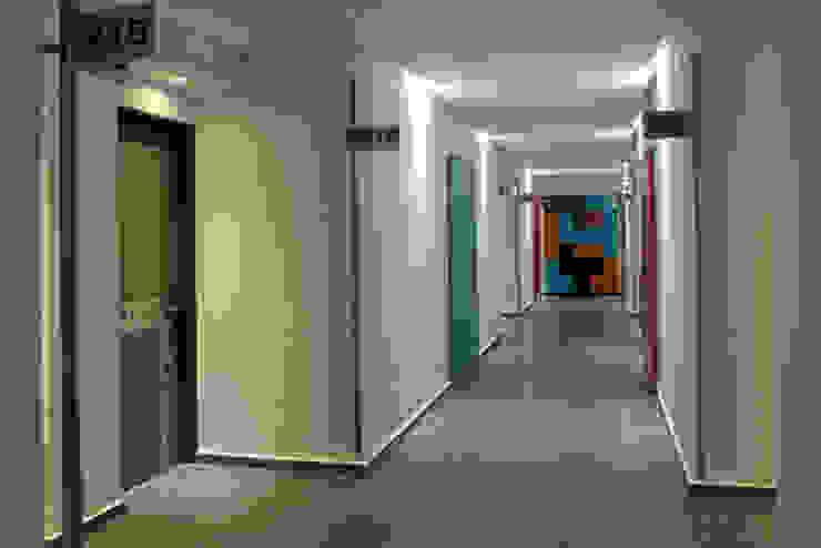 Hotel Tacubaya Pasillos, vestíbulos y escaleras modernos de DIN Interiorismo Moderno