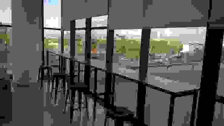 Mejorando la Productividad Estudios y despachos industriales de Muebles Modernos para Oficina, S.A. Industrial Compuestos de madera y plástico