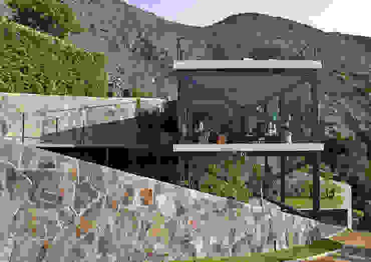 現代房屋設計點子、靈感 & 圖片 根據 NIKOLAS BRICEÑO arquitecto 現代風