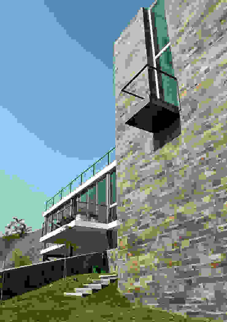 Modern home by NIKOLAS BRICEÑO arquitecto Modern