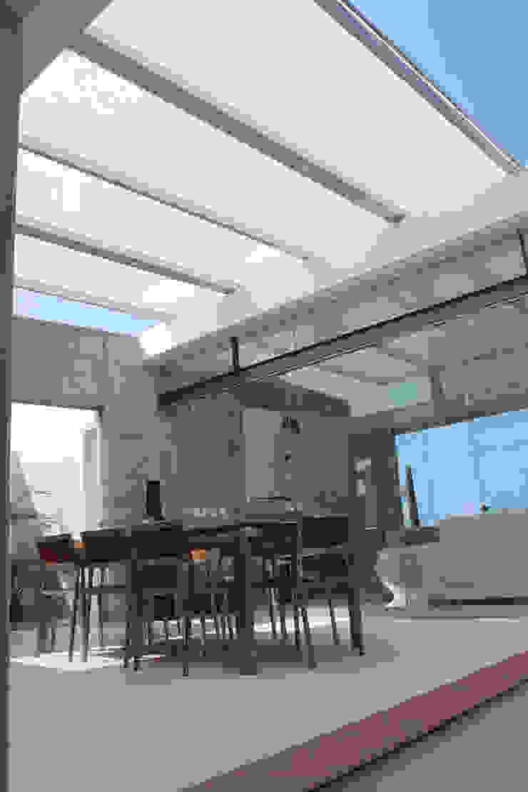 NIKOLAS BRICEÑO arquitecto Sala da pranzo moderna