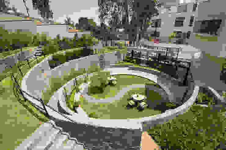 Сад в стиле модерн от NIKOLAS BRICEÑO arquitecto Модерн